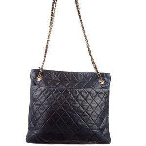 Navy CHANEL quilted purse